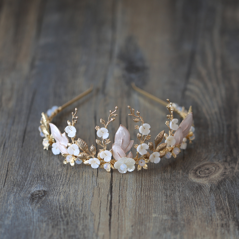 Handmade ทองมงกุฎเจ้าสาวดอกไม้งานแต่งงานอุปกรณ์เสริมผม Vintage Tiaras Rhinestone Headdress Headband เครื่องประดับ-ใน เครื่องประดับผม จาก อัญมณีและเครื่องประดับ บน AliExpress - 11.11_สิบเอ็ด สิบเอ็ดวันคนโสด 1