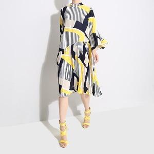 Image 5 - [EAM] 2020 חדש אביב סתיו צווארון עומד ארוך אבוקה שרוול דפוס פסים מודפס קפלים Loose שמלת נשים אופנה גאות JO585