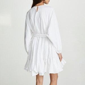 Image 3 - Twotwinstyle branco vestidos femininos o pescoço lanterna manga cintura alta bandagem mini vestidos plissados feminino 2020 moda casual