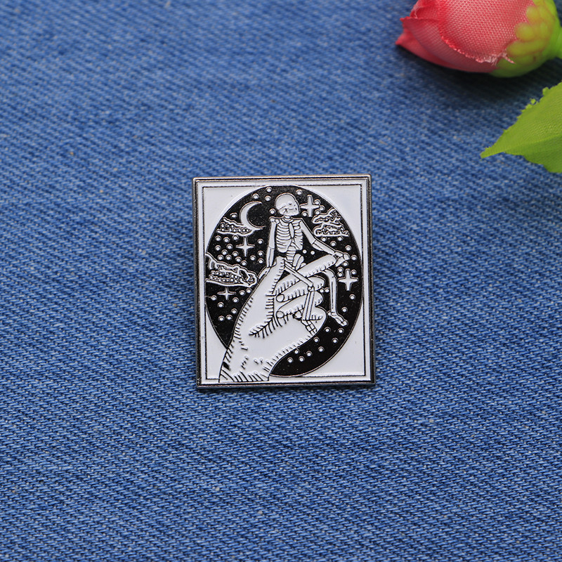 Arts,crafts & Sewing The Best Halloween Terror Brooches Hand Skull Enamel Pin For Boys Lapel Pin Hat/bag Pins Denim Jacket Shirt Women Brooch Badge Sc4305 Apparel Sewing & Fabric