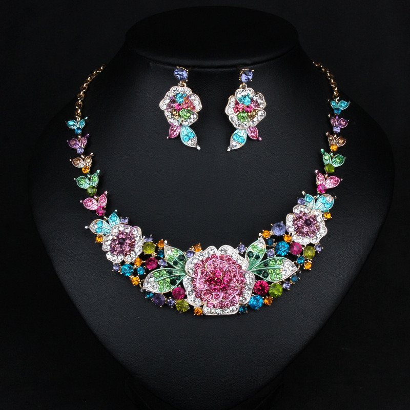 Fashion Jewelery Sets Exaggeration Necklace Clavicle Chain Woman Decoration Crystal Flower Necklace Earrings Party Accessories