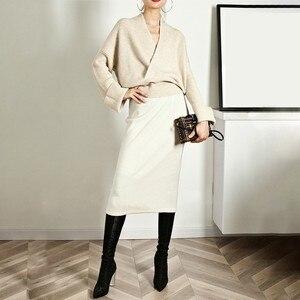Image 3 - TWOTWINSTYLE Élégant Tricot Pull Femme À Manches Longues V Cou Hauts Pullover Femelle Décontracté Mode Tricots 2020 automne Marée