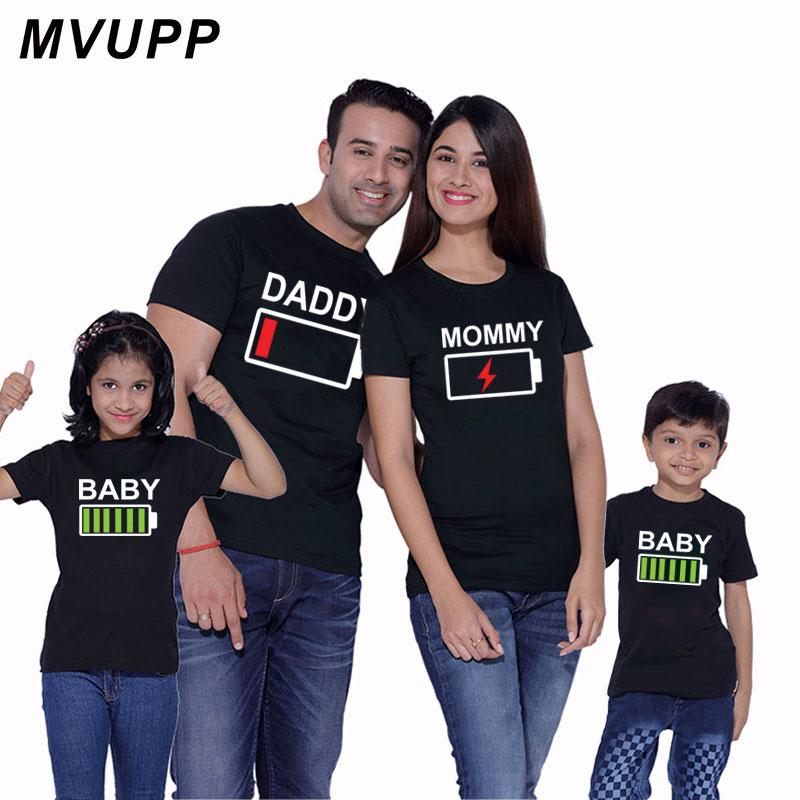 Famille correspondant vêtements look père mère fils fille tenues vêtements t-shirt maman maman maman papa et moi bébé garçon fille robes