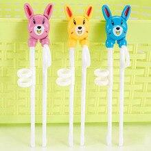 Детский помощник для обучения, мультяшная портативная детская посуда, учебные палочки, пластиковые детские палочки для еды
