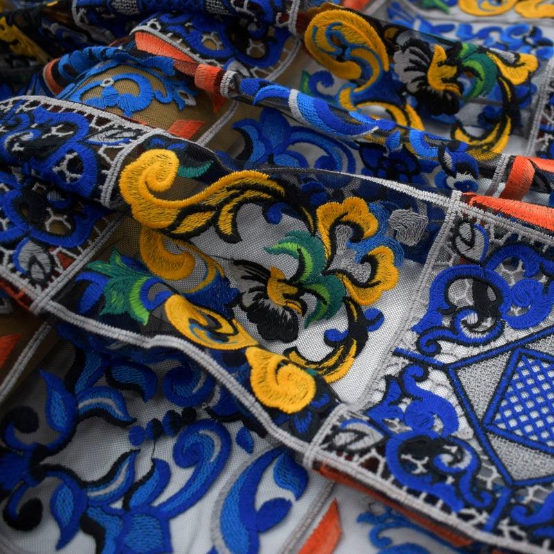 Black bottom mesh blue and white porcelain embroidery lace fabric for dress bazin riche getzner 2019 telas por metro tissu DIYBlack bottom mesh blue and white porcelain embroidery lace fabric for dress bazin riche getzner 2019 telas por metro tissu DIY