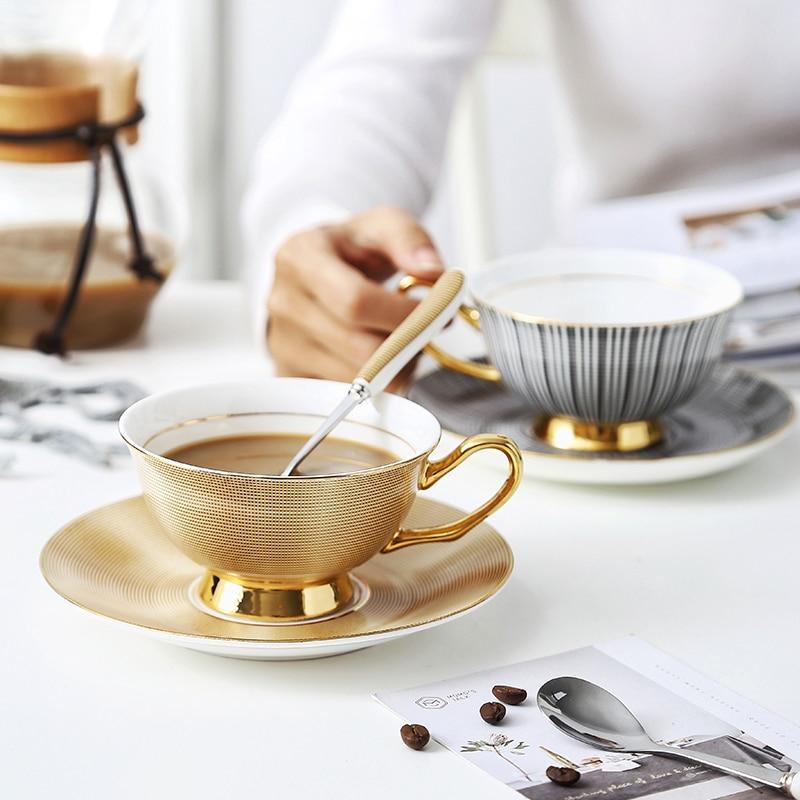 Conjuntos de taza y platillo de té y café de la tarde de estilo inglés, hueso de China, delicadas Tazas de oro Xicaras Tasse Cafe Coffe Koffie Kopjes Cuenco de alimentación de bebé divertido juguete de doble mango a prueba de derrames taza galletas Snack Bowl regalo Niños Accesorios tazas u