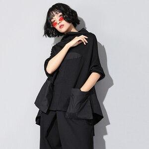 Image 5 - EAM T shirt manches longues col haut noir, ample avec couture avec poches, ourlet irrégulier, grande taille, à la mode femme, printemps automne 2020, JQ018