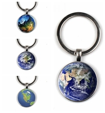 цена Earth Glass Keychain Beautiful Earth Keychain Handmade Photo Keychain Protect Earth Keychain онлайн в 2017 году