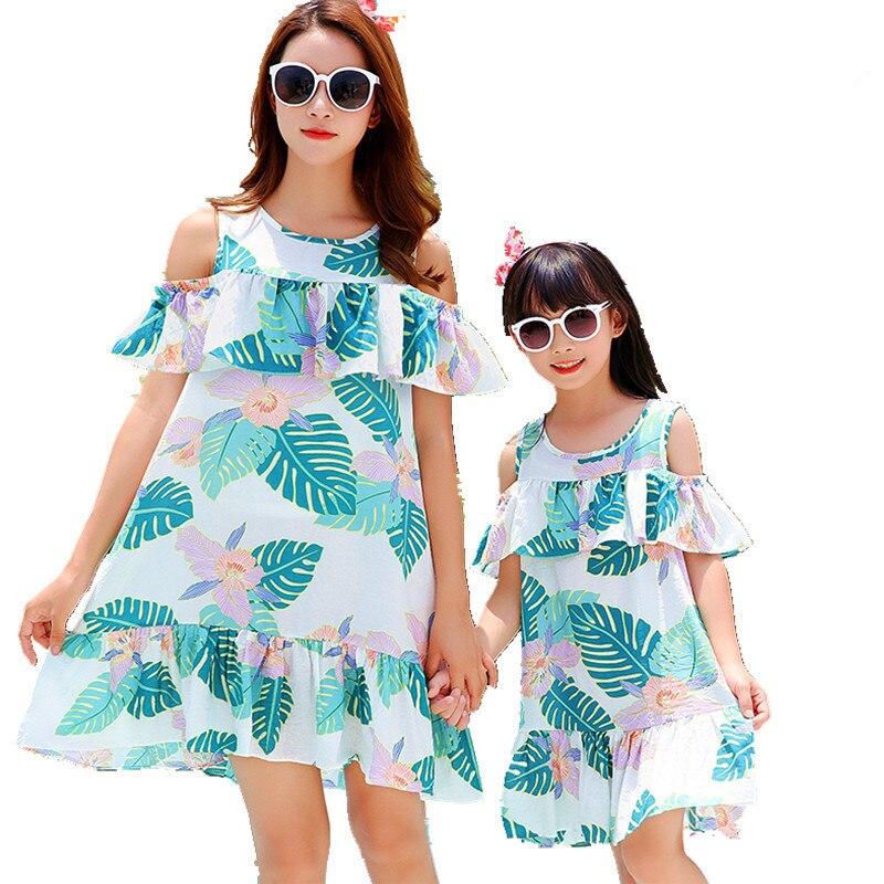 b92c99896 Mamá madre hija vestido 2019 verano niñas playa ropa flor estampado estilo  bohemio para mamá hija familia trajes a juego