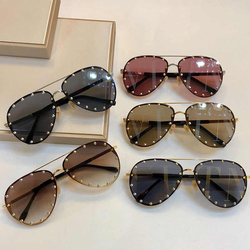 754e200141e4 ... 2019 Fashion Female Rivet Shades Big Frame Pilot Style Sunglasses Women  Luxury Brand Designer Vintage Letter ...