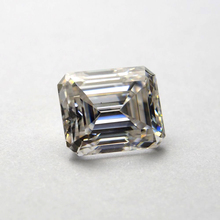 9*11mm Emerald Cut 4.36 carat With 2piece  2*3*4mm Trapezoid White Stone Loose stone for Wedding Ring