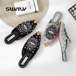 Image 1 - SWYIVY 여성 구두 지적 발가락 2019 새로운 꿀벌 Embriodey 럭셔리 하프 슬리퍼 신발 뮬 여성 여름 신발 캐주얼 플랫 40