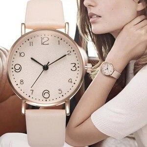 أعلى نمط أزياء المرأة الفاخرة حلقة من جلد التناظرية الكوارتز ساعة اليد الذهبية السيدات ووتش المرأة اللباس Reloj موهير أسود ساعة