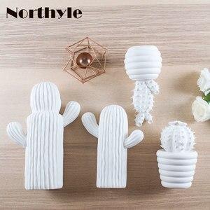 Image 2 - Moderne weiß keramik kaktus dekoration weihnachten geschenk figuren porzellan kunst handwerk für home ornament zubehör feng shui decor