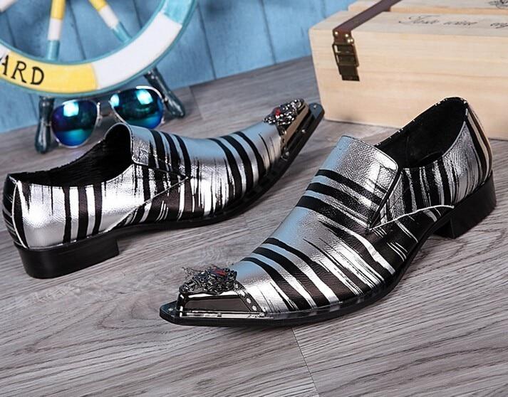 Ferro Dedo on Casuais Pics Sapatos Metal Slip Apontou Apartamentos Homens Casamento As Top Sliver Quality Toe Festa as Pics De Apontado Punk Rebites ESnCwqax
