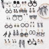 Elegant Black and White Houndstooth Plaid Velvet Fabric Round Big Circle Long Earrings for Women Distorted Cloth Jewelry