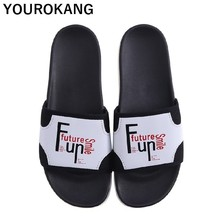 купить 2019 Summer Men Beach Slippers Outdoor Non-slip Soft Couple Shoes Unisex Slides Fashion Flip Flops Hot Sale Bathroom Sandals по цене 725.3 рублей