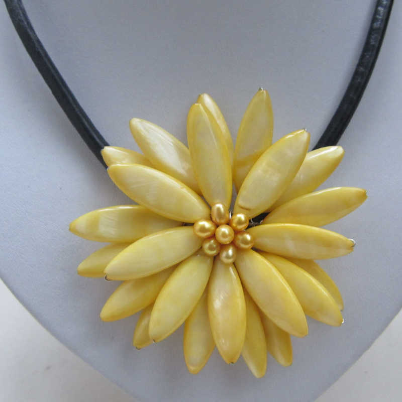 light yello baroque freshwater cultured pearl sun shell flower leather necklace