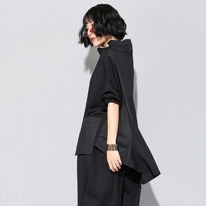 Image 2 - [EAM]2020 חדש אביב סתיו גבוהה צווארון ארוך שרוול שחור רופף כיס תפר סדיר Hem גדול גודל חולצה נשים אופנה JQ018
