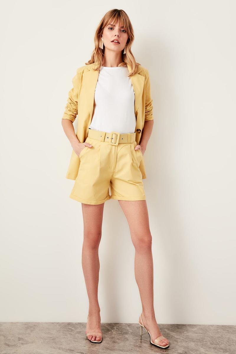 Trendyol Mustard Belt Detail Shorts TWOSS19IE0002