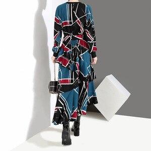 Image 3 - [EAM] 2020 Neue Frühling Sommer Rundhals Langarm Schwarz Muster Gedruckt Lose Unregelmäßige Saum Lange Kleid Frauen mode JI043