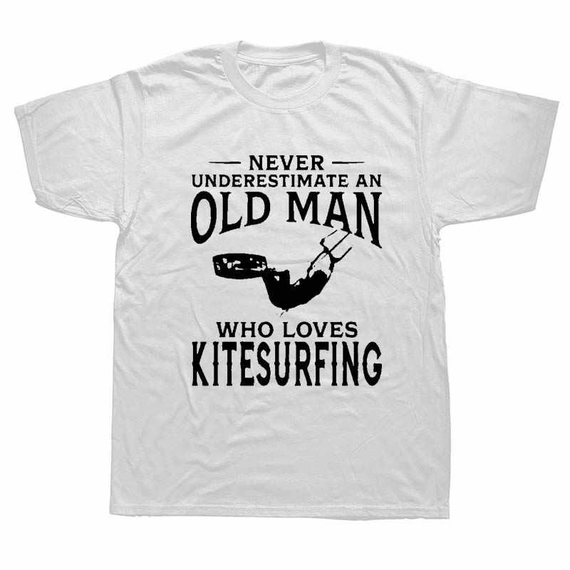 Jangan Pernah Meremehkan Orang Tua Yang Mencintai Kitesurfing Pria Lucu T Shirt Unik Hadiah Selancar Angin Detak Jantung T-shirt