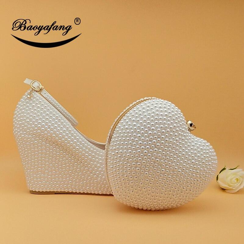 BaoYaFang/женские свадебные туфли с сумочкой в комплекте; Туфли на высокой танкетке с сумочкой в виде сердца; цвет белый, кремовый; вечерние туфл