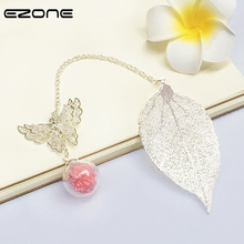 Купить с кэшбэком EZONE 1PC Leaves Bookmark With Butterfly Pendant Metal Bokmarks  Gold/Silver Feather Bookmark With Gift Box Creative Stationery