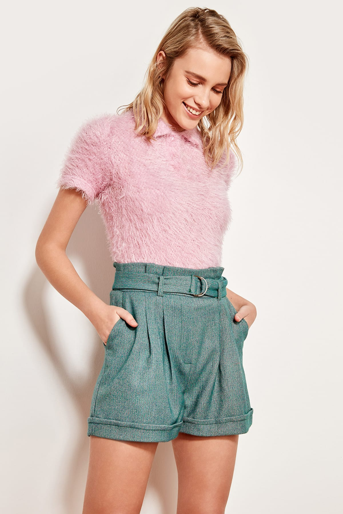 Trendyol Green Belt Shorts TOFSS19AP0072