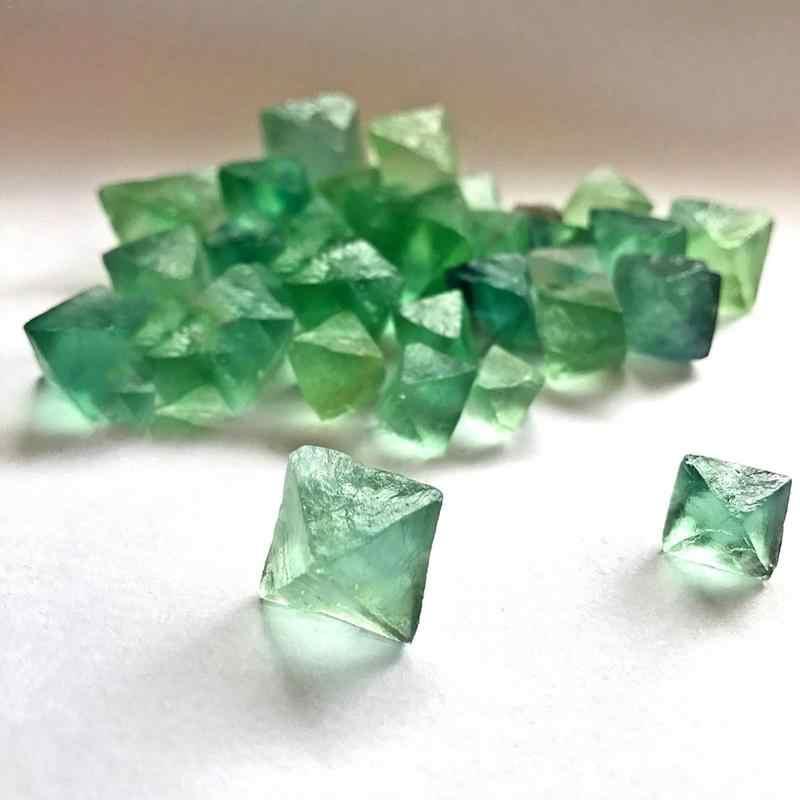 ธรรมชาติของแท้ Octahedral สีเขียวสีเขียวสีม่วง Fluorite พลอยดิบเครื่องประดับลูกปัดเครื่องประดับ Cane ตกแต่ง Drop Shipping