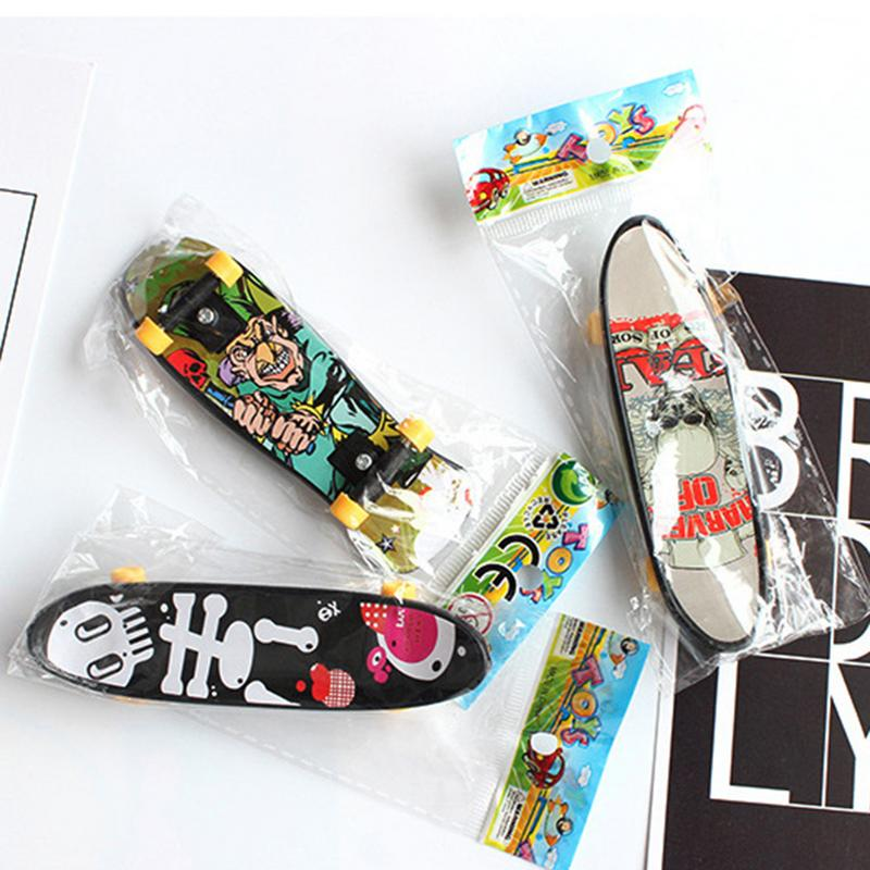 2 PCS Fingertip Movement Finger Board Alloy Mini Skateboard Toys Random Colors