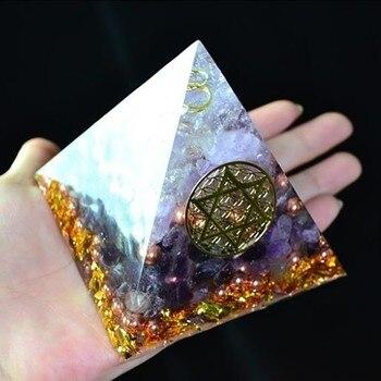 AURA REIKI Orgonite Pyramide Amethyst Sahasrara Chakra Jeremiel Natürlichen Weißen Kristall Zu Verbessern Stimmung Harz Pyramide Handwerk C0146