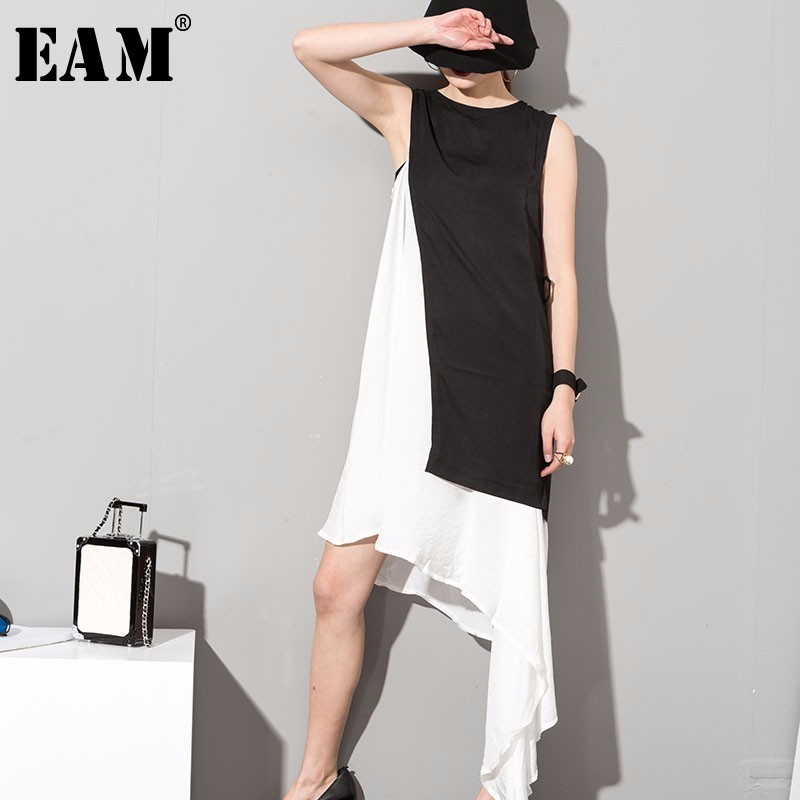 [EAM] 2020 Spring Summer Stylish New Black White Hit Color O-neck Sleeveless Asymmetrical Spliced 2 Piece Sit Dress 45491