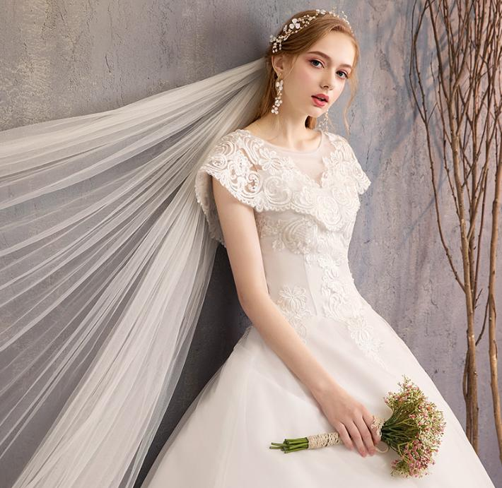 LASONCE Lace Appliques Court Train Ball Gown Wedding Dresses Illusion O Neck Short Sleeve Backless Bridal Gowns in Wedding Dresses from Weddings Events