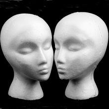 Una mujer blanca de desviación cabeza poliestireno espuma de poliestireno  espuma cabeza modelo Stand Peluca de pelo sombrero aur. 87946296eb2