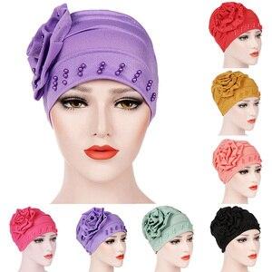 Image 2 - 패션 여성 새로운 스타일 뻗 치고 큰 꽃 스카프 모자 이슬람 머리 랩 모자 chemo turban 숙녀 bandanas 헤어 액세서리