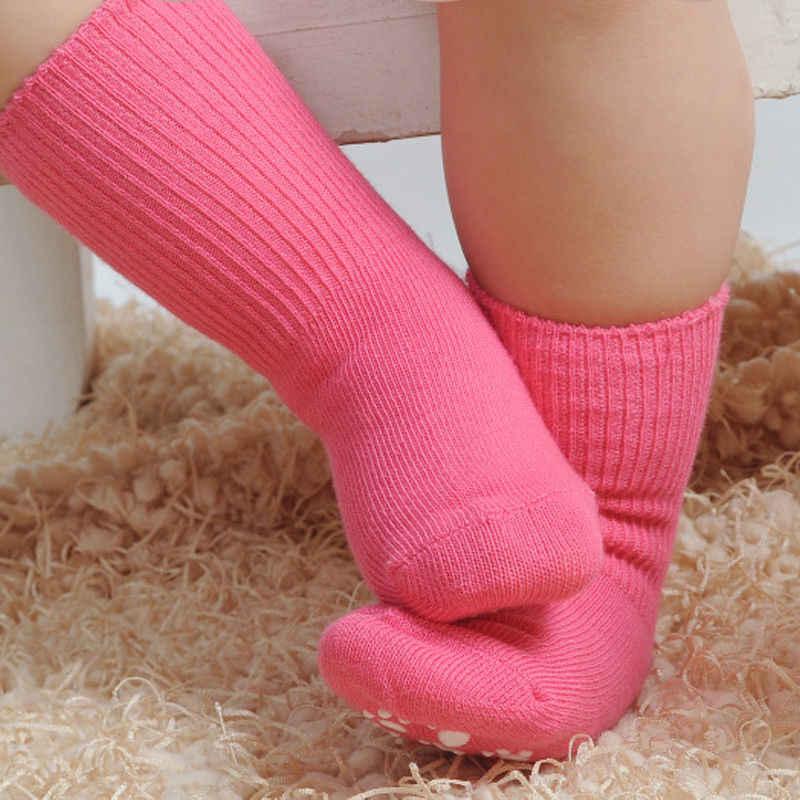 暖かい新生児の非スリップ靴下冬ソリッドカラー幼児靴下 0-6 t