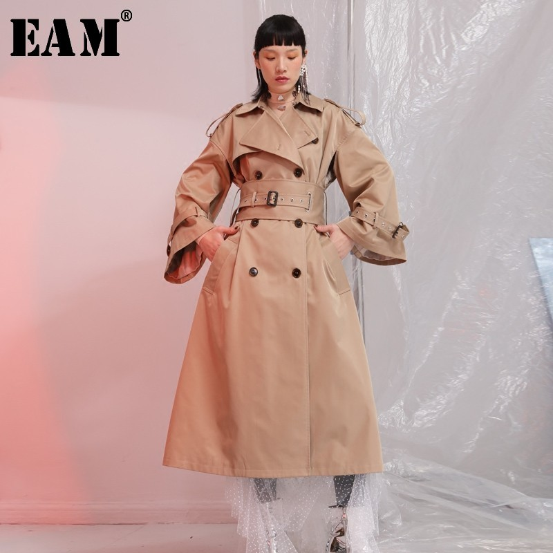 [EAM] 2020 New Spring Lape Long Sleeve Double Breasted Belt Loose Big Size Long Camel Windbreaker Women Coat Fashion Tide JE6880