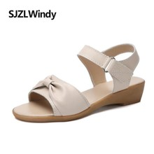 купить SJZLWINDY2019 Summer Women Sandals Flat Heel Leather Flat Sandals Ladies Flower Slingback Sandals Beach Shoes по цене 1289.56 рублей