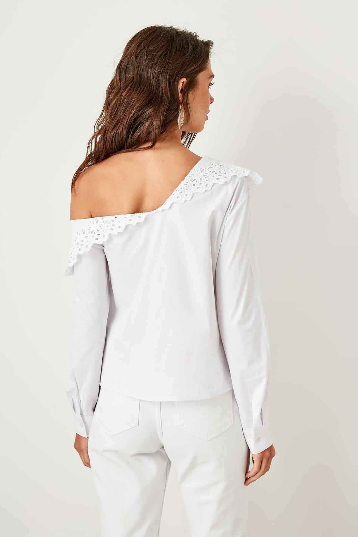 Trendyol White Lace Collar Blouse TWOSS19EH0169