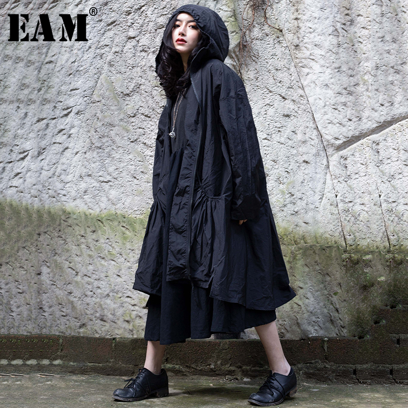 [EAM] 2019 New Spring Summer Lapel Hooded Long Sleeve Zipper Pleated Loose Personality Windbreaker Women Trench Fashion 1C104