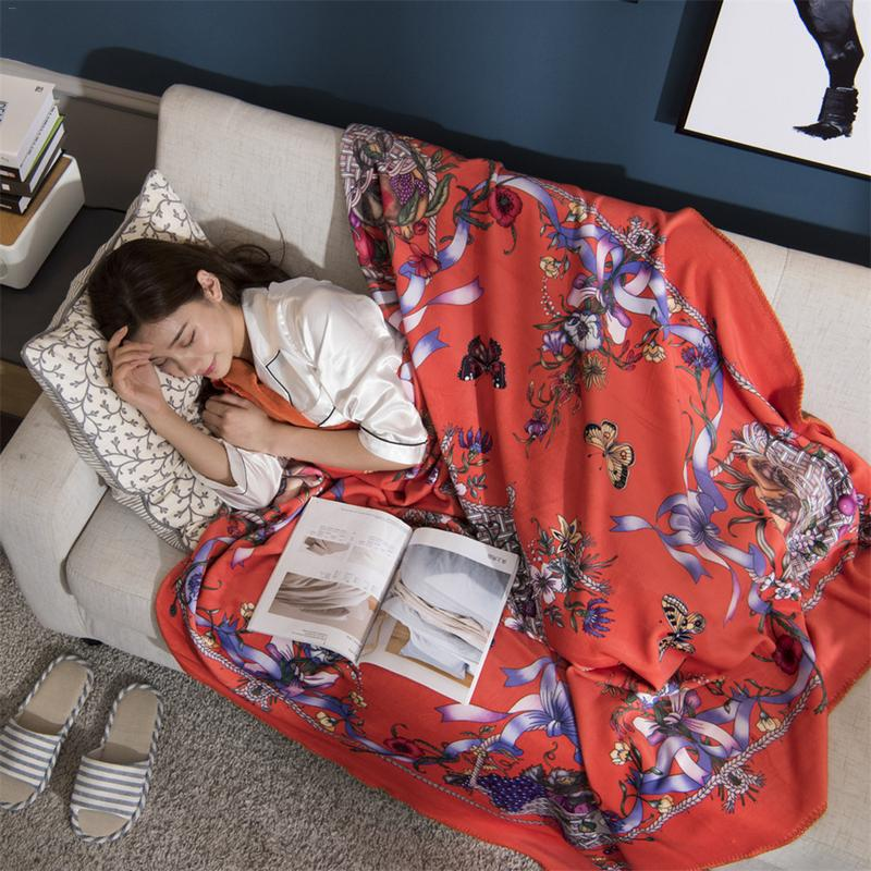 High-Grade Digital Printing Velvet Blankets Fashion Shawls 150*150cm Vintage Style Box Female Birthday Gift CushionHigh-Grade Digital Printing Velvet Blankets Fashion Shawls 150*150cm Vintage Style Box Female Birthday Gift Cushion