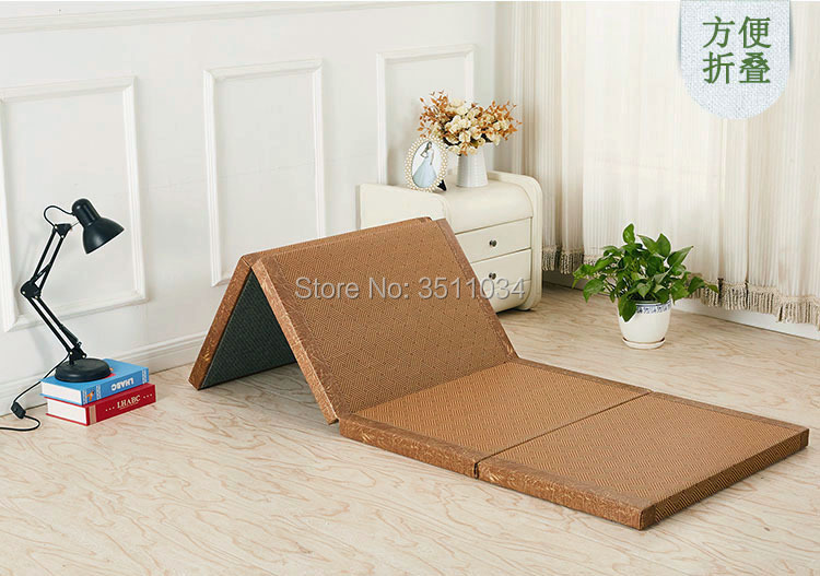 High Quality Natural Connut Palm Tatami Mattress Traditional Foldable Floor Straw Mat For Yoga Sleeping Flooring