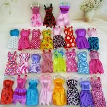Aleatório 10/20 conjuntos mini vestido colorido verão sem mangas dollhouse acessórios roupas para barbie boneca linda menina brinquedo lote