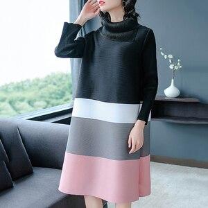 Image 5 - LANRMEM 2020 אביב קיץ אופנה חדשה קפלים בגדי נשים ארוך שרוול גולף אלסטי ניגודיות צבע שמלות YH295