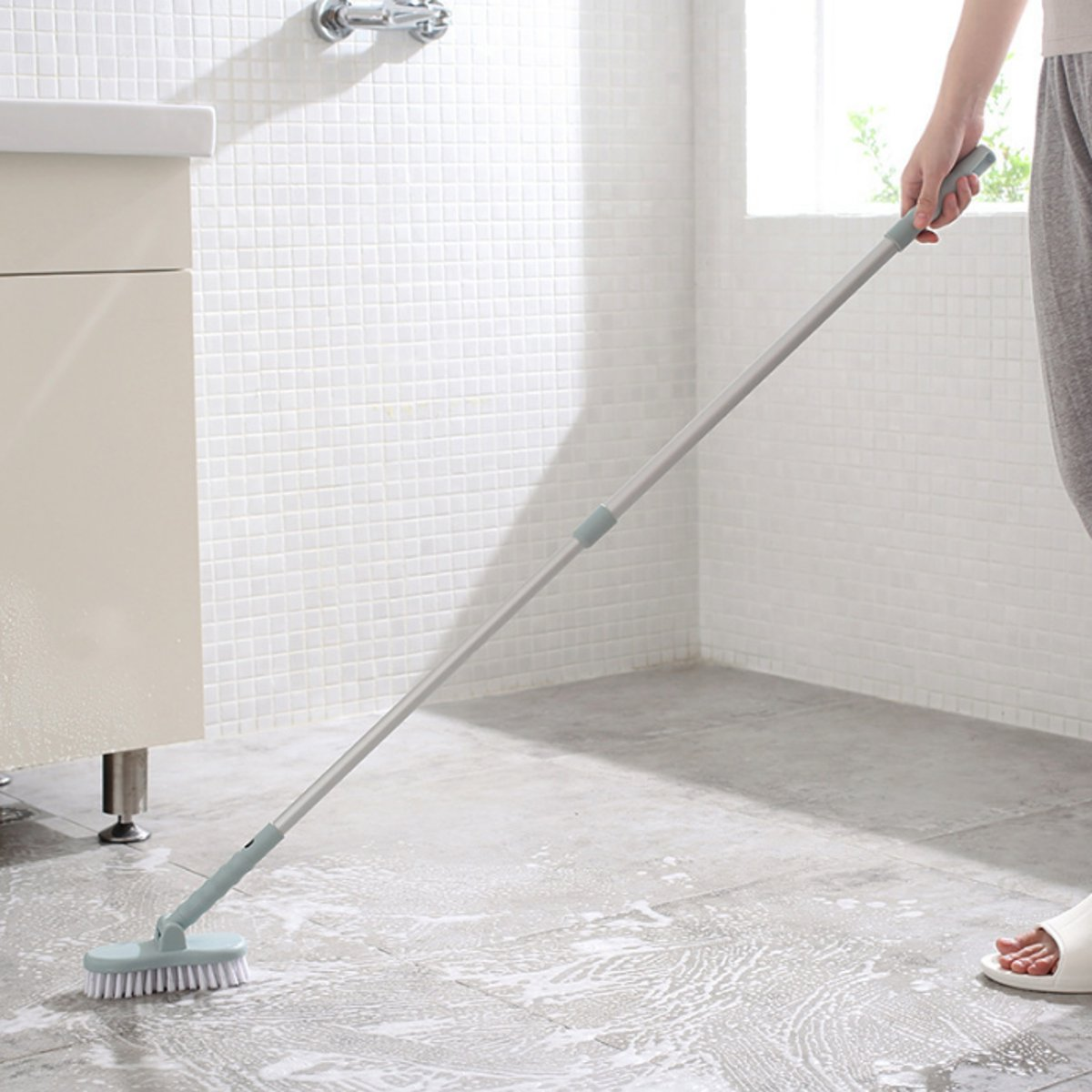 Multifunction Retractable Bathroom Cleaning Brush Wall