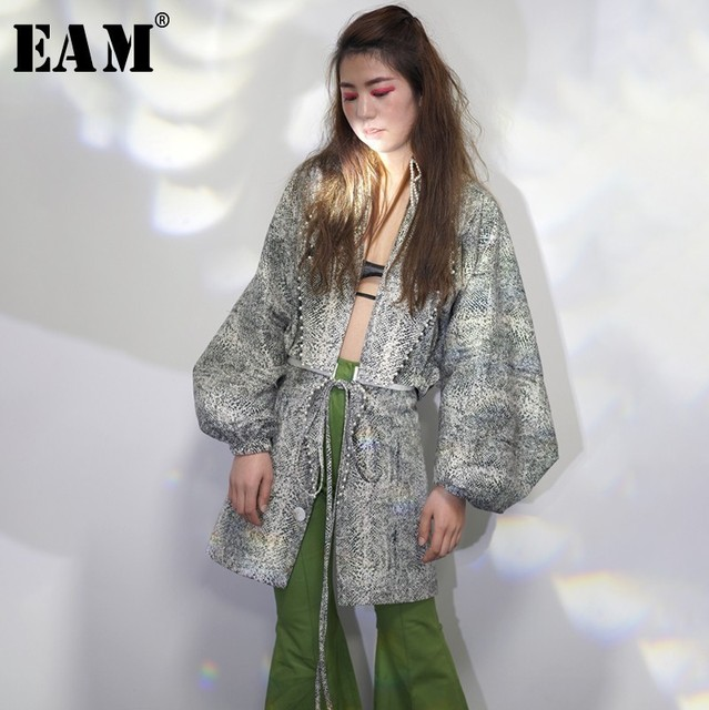 [EAM] 2019 New Spring Winter Lapel Long Lantern Sleeve Hollow Out Pearled Split Joint Loose Jacket Women Coat Fashion Tide JO175