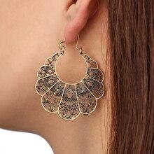 купить New Women's Dangle Earrings Vintage Ethnic Style Openwork Flower Earrings Bohemian Carved Drop Earrings Metal Geometric Grid Ear по цене 63.18 рублей