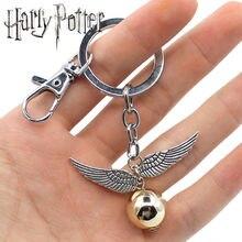 bd204ad7032d Wellcomics Harri Potter Quidditch de Snitch dorado bola alas de búho  colgante de Metal llavero adorno Cosplay colección regalo