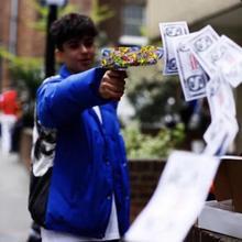Забавный пистолет декомпрессионная игрушка наличные диспенсер декомпрессия крутая бумага деньги брызгающая игрушка Клоун стиль деньги Спринклер